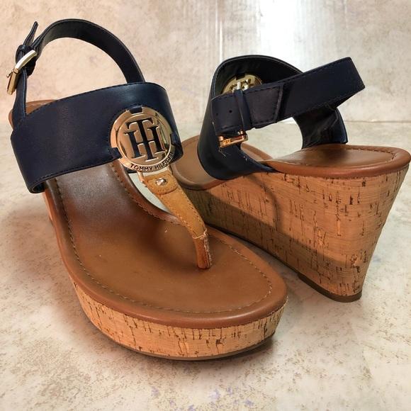 b3e6a2516 Tommy Hilfiger Manne Wedge Sandal Size 10. M 5bfd7b96d6dc5298c28a7211